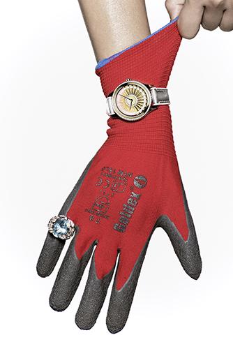 édito haute joaillerie détail mains outils ongles dior montre
