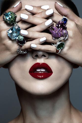 photographe beauté bijoux haute joaillerie maquillage lèvres