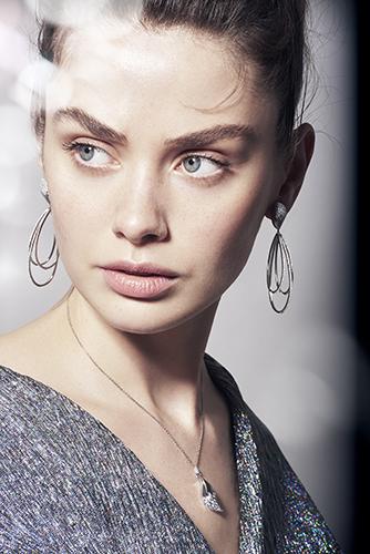 bijoux korloff boucles d'oreille joaillerie juliet searle mannequin