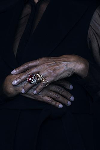 édito détail mains haute joaillerie bijoux sorbet spécial dior diamants